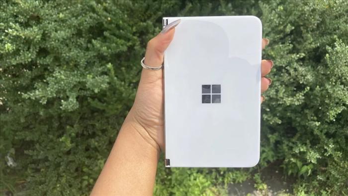Chùm ảnh thực tế chiếc smartphone 2 màn hình Surface Duo của Microsoft - 3