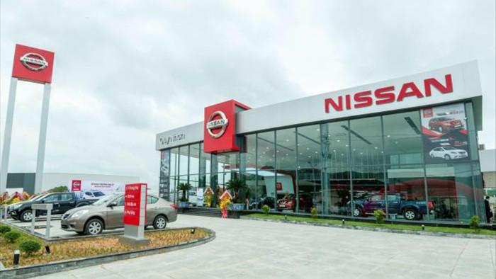 Nissan ồ ạt giảm giá xe, chuẩn bị rút khỏi Việt Nam? - 1