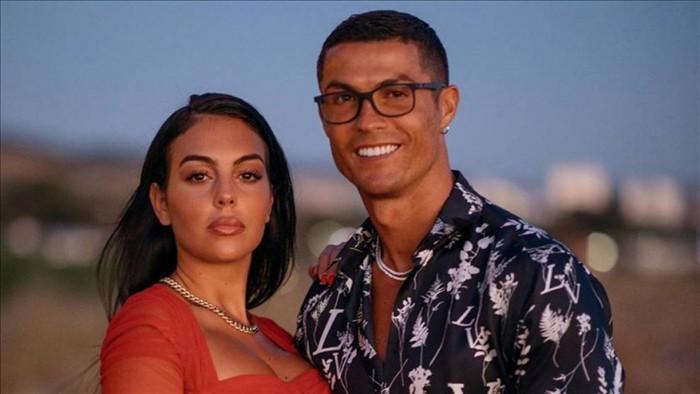 Ronaldo được cho là đã cầu hôn bạn gái bằng chiếc nhẫn kim cương trị giá 615 nghìn bảng Anh.