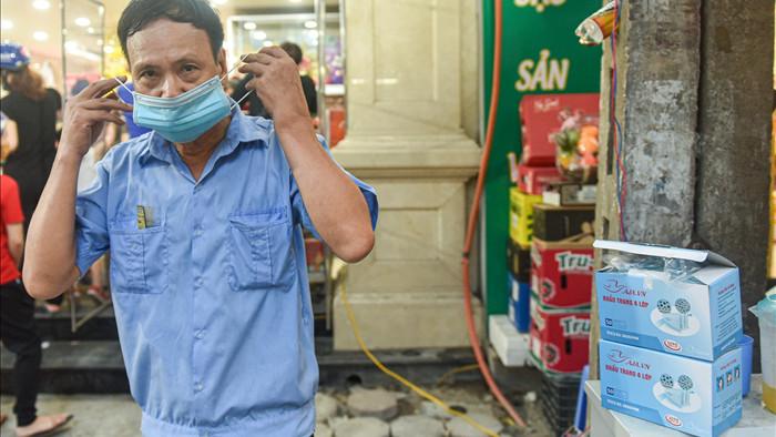 Cửa hàng bán bánh trung thu dựng vách ngăn phòng dịch Covid-19 - 10