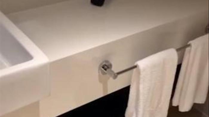 Cặp đôi phẫn nộ vì bị quay lén cảnh nhạy cảm trong khách sạn 5 sao - 1
