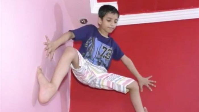 """Xuất hiện """"người nhện 7 tuổi leo tường tay không - 1"""