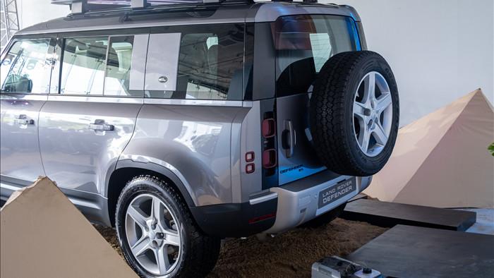 Land Rover Defender giá từ 3,85 tỷ - SUV cho đại gia Việt thích khám phá - 3