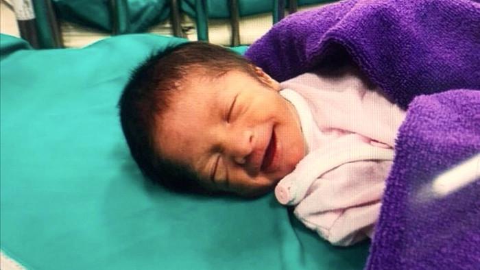 Bà bầu phải lọc máu 6 lần/tuần để thải độc duy trì sự sống cho thai nhi - 1
