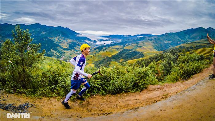 Chạy bộ khám phá vẻ đẹp rực rỡ của những bản làng Mù Cang Chải - 8