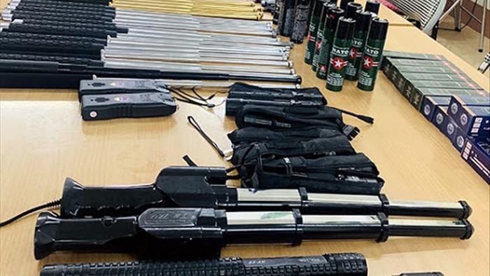 Triệt phá đường dây buôn bán vũ khí thô sơ trên Facebook - 2