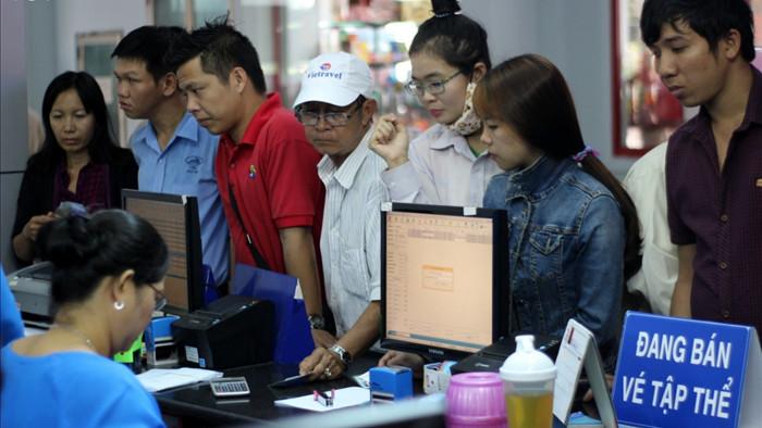 Hành khách khi mua vé và đi tàu Tết Tân Sửu 2021 cần xuất trình giấy tờ tùy thân theo quy định.