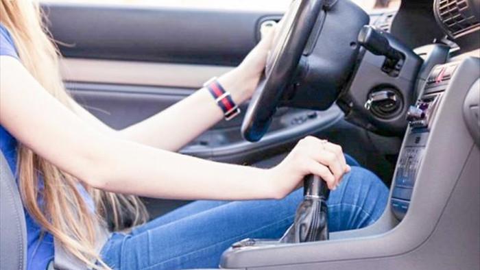Tài xế mới hoặc lâu ngày không lái xe cần chú ý điều gì khi cầm vô lăng? - 1