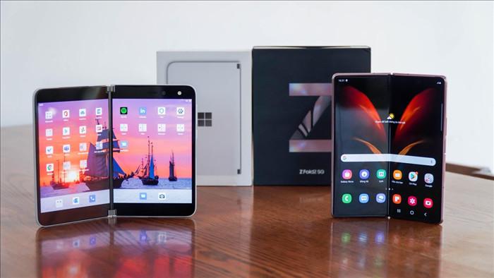 Galaxy Z Fold2 đối đầu Surface Duo: smartphone màn hình gập nào tốt hơn? - 1