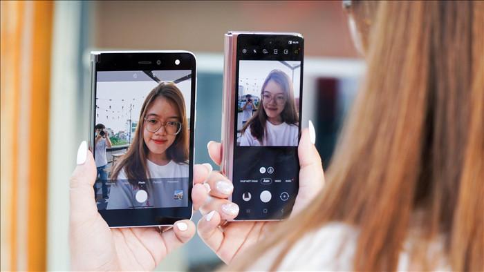 Galaxy Z Fold2 đối đầu Surface Duo: smartphone màn hình gập nào tốt hơn? - 7