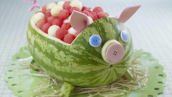 cách làm con vật bằng hoa quả 6