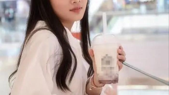 Cô gái 26 tuổi lên cơn đau tim đột ngột rồi qua đời, bác sĩ nói nguyên nhân do thứ nước cô hay uống hàng ngày - Ảnh 1.
