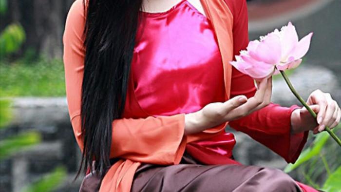 Hoa hậu Quỳnh Lisa gây chú ý với bộ ảnh giống diễn viên Diễm Hương