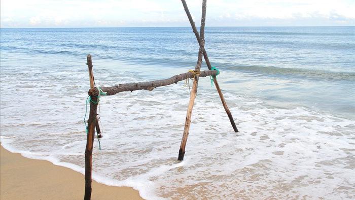Bờ biển sạt lở nặng sau cơn bão số 5 - 4