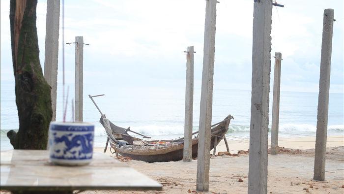 Bờ biển sạt lở nặng sau cơn bão số 5 - 14