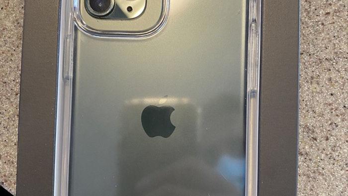 Lộ thiết kế mặt lưng iPhone 12 với cụm camera siêu to - 1