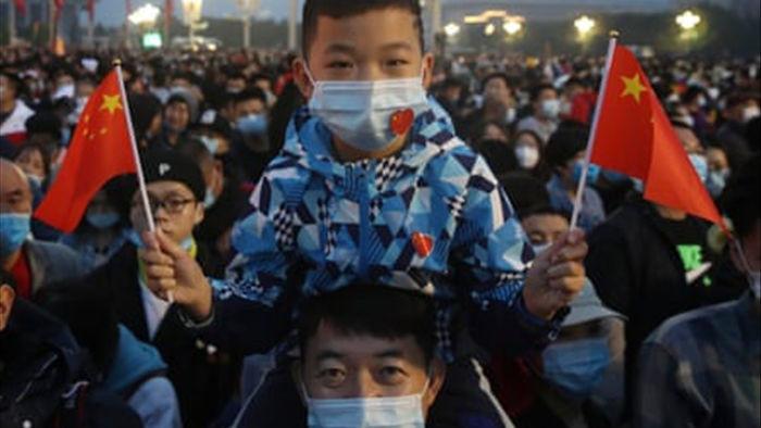 Người Trung Quốc ùn ùn đổ đi du lịch sau cách ly, khắp nơi đều quá tải - 1
