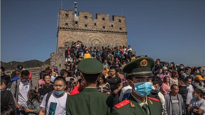 Người Trung Quốc ùn ùn đổ đi du lịch sau cách ly, khắp nơi đều quá tải - 2