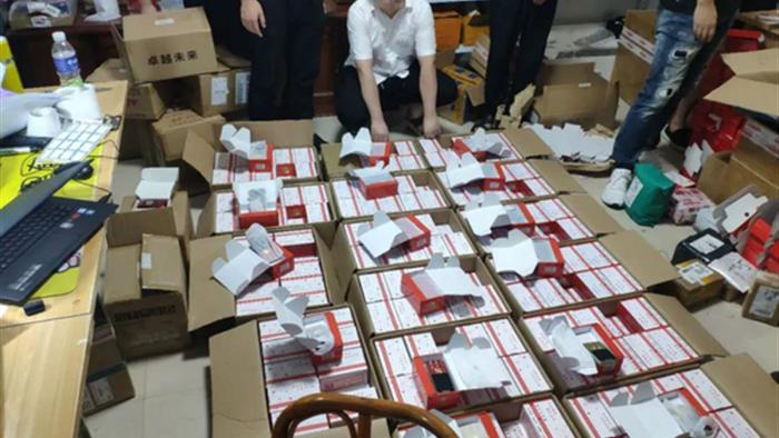 Kiếm tiền tỷ nhờ làm giả hơn 7.000 điện thoại Huawei ở Trung Quốc - 2