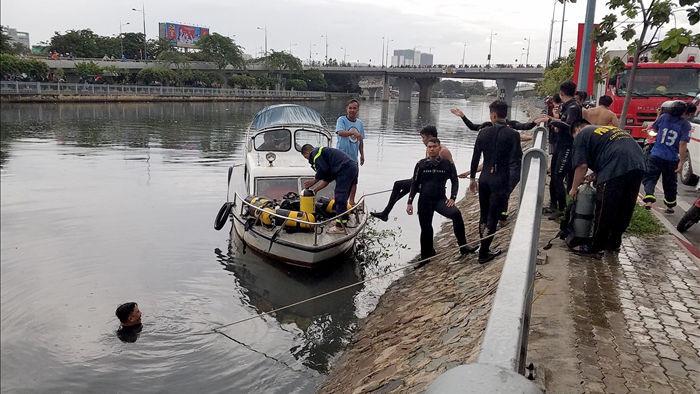 Tìm thấy thi thể người đàn ông nhảy cầu Nguyễn Văn Cừ - 1