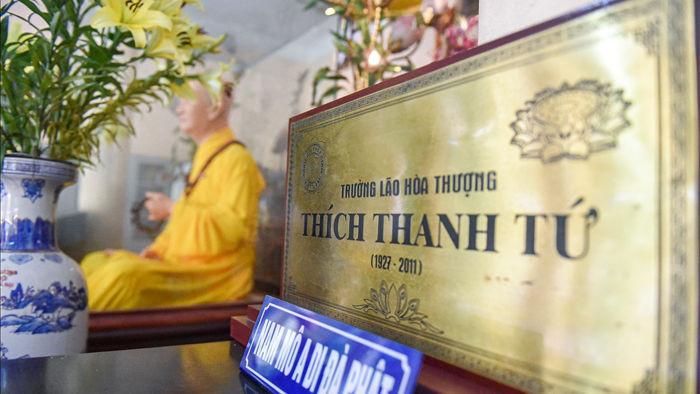 """Bức tượng giống """"người thật"""", từng bị đòi xem hộ chiếu ở ngôi chùa 600 tuổi - 10"""