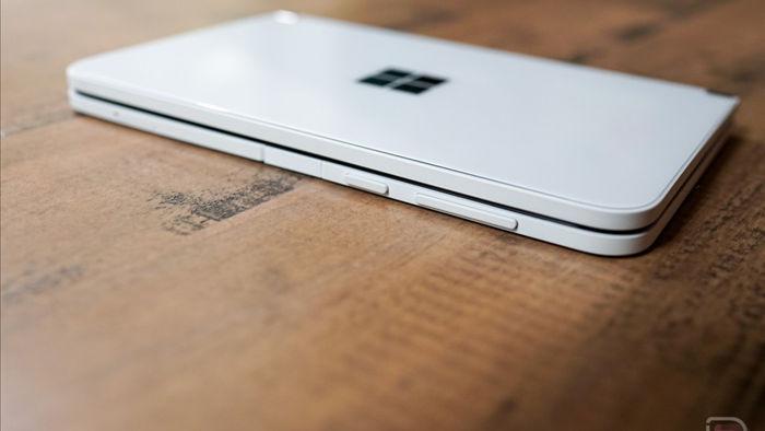 Microsoft đau đầu khi Surface Duo bị nứt vì quá mỏng ảnh 1