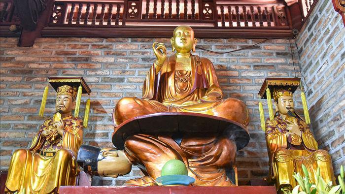 Kỳ lạ bức tượng Phật ngồi trên lưng vua độc nhất vô nhị ở Việt Nam - 2