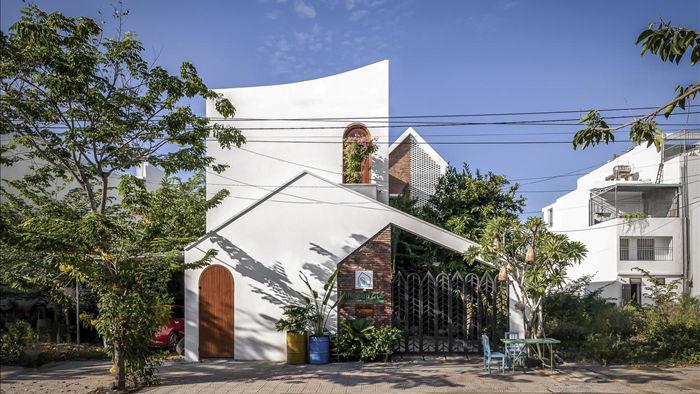 Nhà có khu vườn, bể cá Koi đẹp như resort của vợ chồng trẻ ở Đà Nẵng - 1