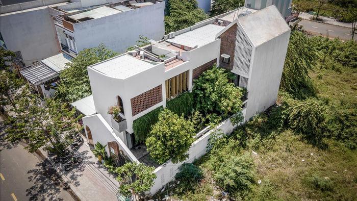 Nhà có khu vườn, bể cá Koi đẹp như resort của vợ chồng trẻ ở Đà Nẵng - 2