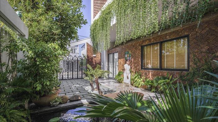 Nhà có khu vườn, bể cá Koi đẹp như resort của vợ chồng trẻ ở Đà Nẵng - 3