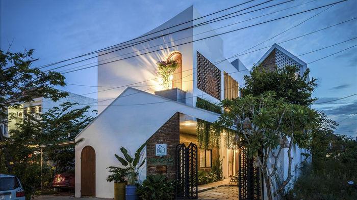 Nhà có khu vườn, bể cá Koi đẹp như resort của vợ chồng trẻ ở Đà Nẵng - 13