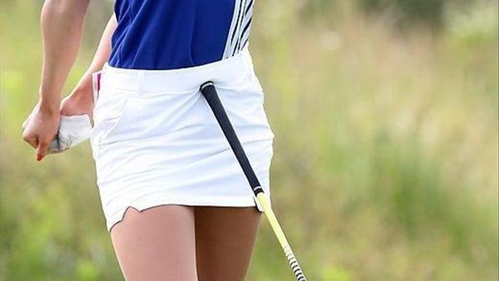 """Nữ golf thủ Hàn Quốc """"khốn khổ"""" vì quá gợi cảm - 7"""