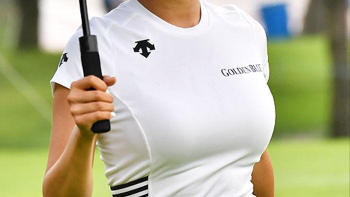 """Nữ golf thủ Hàn Quốc """"khốn khổ"""" vì quá gợi cảm - 5"""