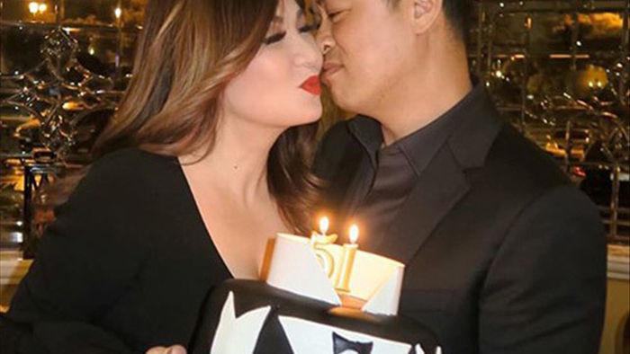 54 tuổi, vợ cũ Bằng Kiều vẫn gợi cảm, hạnh phúc bên bạn trai kém tuổi