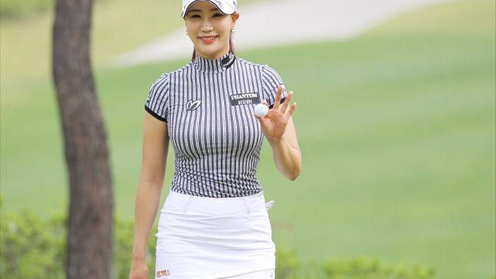 """Nữ golf thủ Hàn Quốc """"khốn khổ"""" vì quá gợi cảm - 1"""