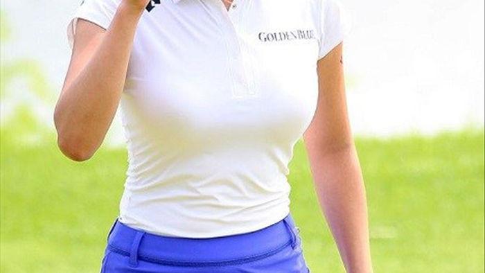 """Nữ golf thủ Hàn Quốc """"khốn khổ"""" vì quá gợi cảm - 3"""