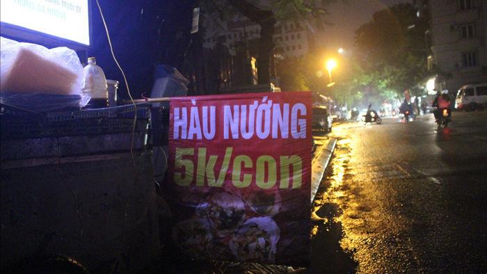 Hàu nướng 5 nghìn đồng đổ bộ vỉa hè Hà Nội, chủ bán 4000 con mỗi ngày - 1