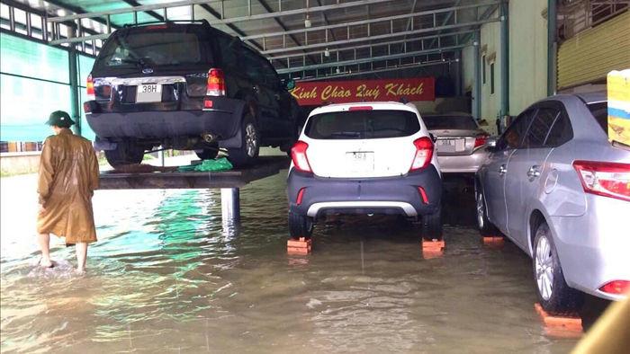 Muôn kiểu tránh ngập, chống bão cho ô tô được cư dân mạng chia sẻ rần rần - 8