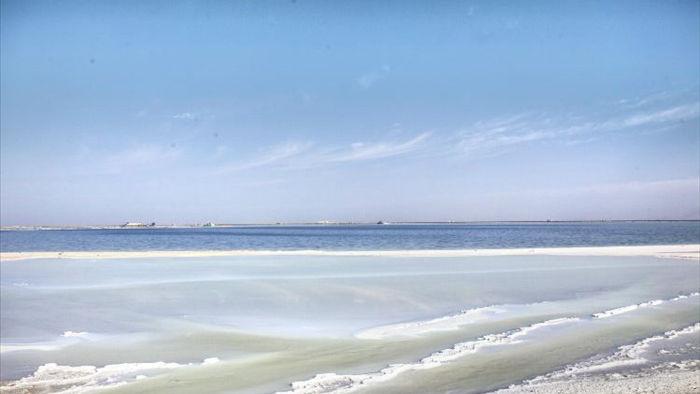 Cận cảnh hồ muối chứa hơn 50 tỷ tấn muối ăn, đủ cung cấp cho 6 tỷ người - 2
