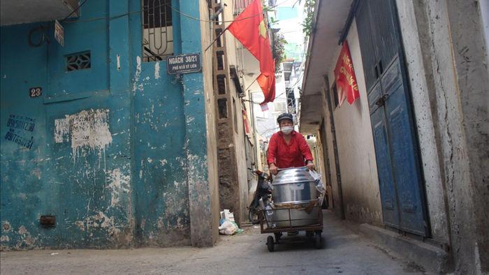 """Kỳ lạ món ăn độn nhà nghèo thời bao cấp, thành đặc sản """"xếp hàng"""" ở Hà Nội - 1"""
