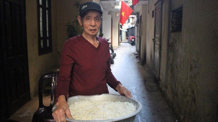 """Kỳ lạ món ăn độn nhà nghèo thời bao cấp, thành đặc sản """"xếp hàng"""" ở Hà Nội - 3"""