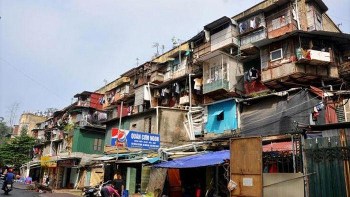 Hà Nội chỉ đạo di dời dân ra khỏi chung cư cũ trong mùa mưa bão - 1