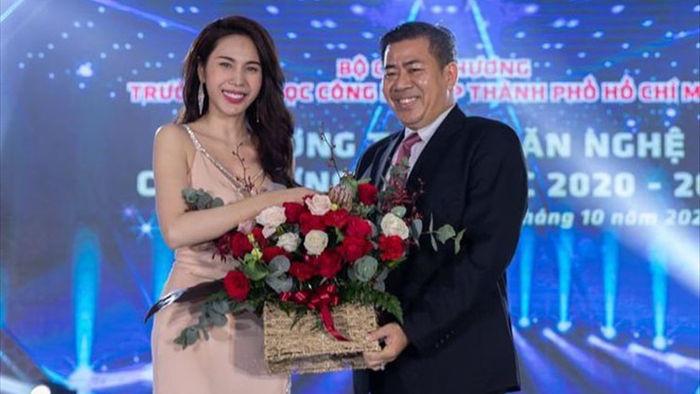 Ca sĩ Thủy Tiên trải lòng về hoạt động thiện nguyện trước 4.000 sinh viên