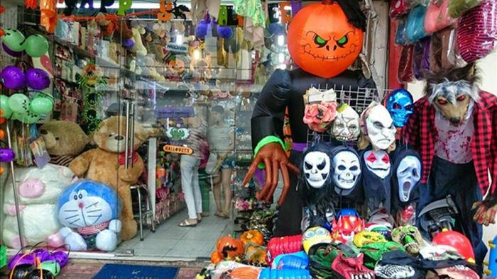 Những năm gần đây, tại Việt Nam, giới trẻ cũng rất háo hức chờ đón ngày Halloween (31/10). (Ảnh: kinhtedothi)