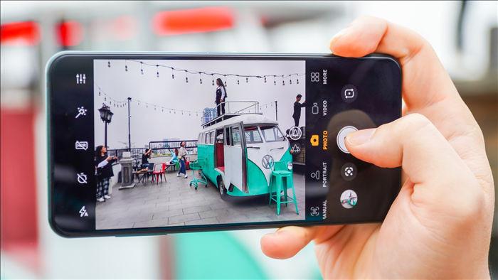 Camera ẩn dưới màn hình của Vsmart Aris Pro: Ảnh đẹp, quay video bị mờ ảo - 11