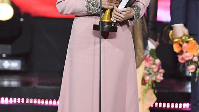Hyun Bin bất ngờ giành giải do Tổng thống Hàn trao tặng, fan phát hiện Son Ye Jin đã biết tin từ trước, còn làm điều ngọt ngào này - Ảnh 2.