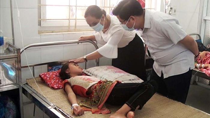 Lào Cai: 58 học sinh ngộ độc thực phẩm do ăn canh bắp cải nhiễm vi sinh - 1