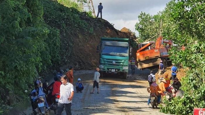 Sạt lở vùi lấp 45 người ở Quảng Nam: Chuyển 5 người bị thương đi cấp cứu - 1
