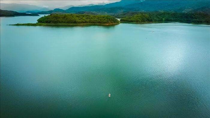 """Vẻ đẹp của nơi được mệnh danh là """"vịnh Hạ Long"""" trên cạn ở Tây Nguyên - 2"""