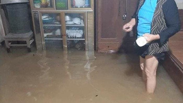 Nước lũ bất ngờ dâng cao, hơn 1.000 hộ dân Nghệ An sơ tán khẩn cấp trong đêm - 1